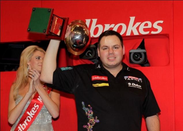 Англичанин Эдриан Льюис второй год подряд становится чемпионом мира по версии PDC